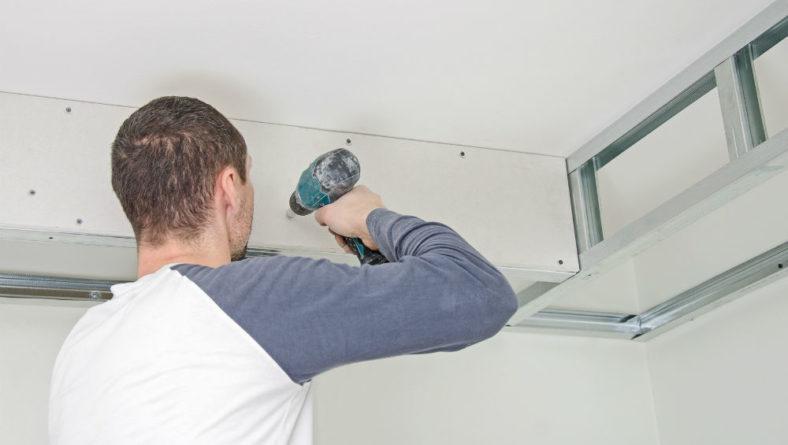 Combien coûte la pose de dalles de faux plafonds